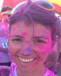 Francesca, color runteller, a Trieste appena terminata la The Color Run.